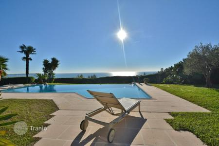 Coastal houses for sale in Vallauris. Sole agent — Villa in a gated domain — Sea views