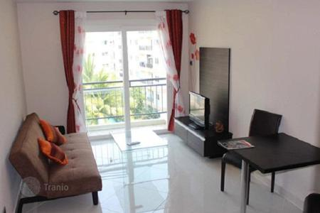 Condos for rent in Thailand. City view one-bedroom apartment in a residential complex with a large pool with a jacuzzi and a playground, close to the beach, Pattaya