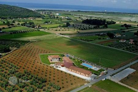 Houses for sale in Scarlino. Villa – Scarlino, Tuscany, Italy