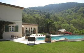 Luxury property for sale in Fréjus. Close to Cannes — Villa in the heart of a private estate