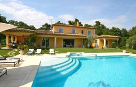 Houses for sale in La Colle-sur-Loup. Close to Saint-Paul de Vence — Neo-Provencal style villa