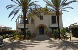 Houses for sale in Sicily. Villa surrounded by Arabic-Mediterranean garden, few footsteps from Marinella of Selinunte