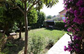 Cheap property for sale overseas. Three-bedroom apartment with a garden, in a quiet district, close to the city center, Nice, France