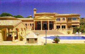 Luxury 5 bedroom houses for sale in Castille and Leon. Magnificent Palm Beach style mansion in Los Altos de Valderrama