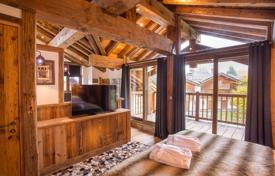 Three-level luxury apartment with terraces, in a new residence, in the center of a ski resort, Courchevel, France for 1,510,000 €