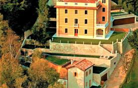 Luxury houses with pools for sale in Veneto. Historical villa with a large plot of land in Treviso, Venice, Italy