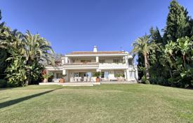 Luxury 6 bedroom villas and houses to rent in Andalusia. Villa Ribera, Golden Mile, Marbella