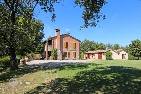 6 bedroom houses for sale in Tuscany. Estate complex in panoramic location for sale in Tuscany