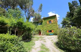 4 bedroom houses for sale in Tuscany. Exclusive farmhouse to restore in Tuscany, Cetona