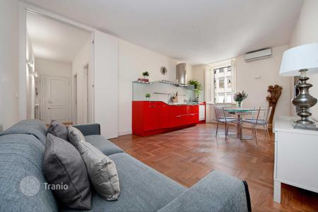 Houses for sale in Italy. Modern and gracefully decorated apartment in the most refined area in the heart of Rome