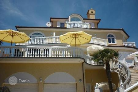Luxury residential for sale in Premantura. House LUXURY VILLA WITH SWIMMING POOL! NEW PRICE!