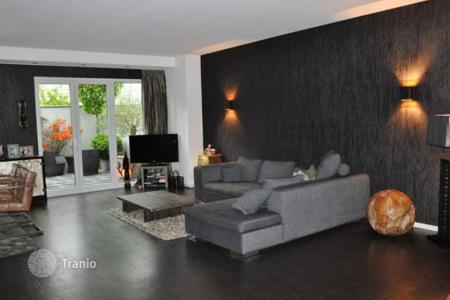Townhouses for sale in Germany. Townhouse with garden and two roofterraces in Cologne