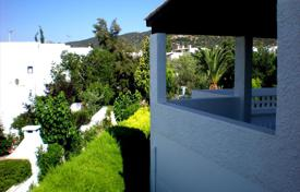 2 bedroom apartments by the sea for sale in Peloponnese. Furnished apartment with sea views in the Peloponnese, Greece