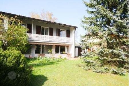 4 bedroom houses for sale in Munich. Semi-Detached house with a spacious Garden in Munich, Untermenzing