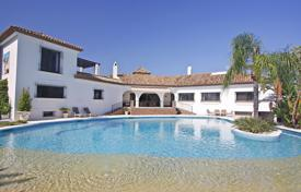 Houses with pools for sale in El Paraíso. Luxurious Cortijo Style Villa in El Paraiso, Estepona