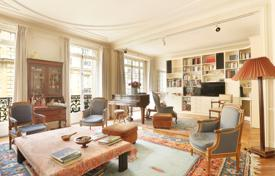 5 bedroom apartments for sale in France. Paris 16th District – A near 190 m² apartment in a prime location