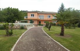 4 bedroom houses for sale in Occitanie. Comfortable villa with a covered pool and a landscaped park, overlooking Pyrenees mountains, 5 minutes from Montréjeau, Occitanie, France