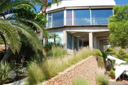Luxury houses with pools for sale in Benidorm. Villa of 4 bedrooms in Benidorm