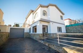5 bedroom houses for sale in Catalonia. Villa – Castelldefels, Catalonia, Spain