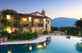 Houses with pools by the sea for sale in Crete. Villa – Rethimnon, Crete, Greece