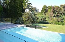 Luxury 6 bedroom houses for sale in Côte d'Azur (French Riviera). Cannes — Croix des Gardes — Modern Provencal villa