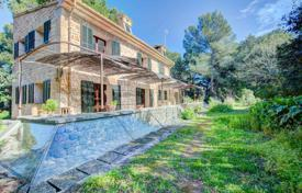 Houses with pools by the sea for sale in Spain. Villa with a swimming pool and a green garden, Alcudia, Spain