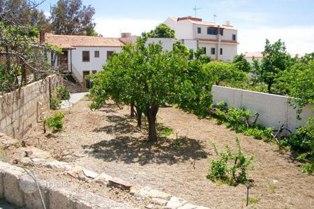 Houses for sale in Vilaflor. Villa with garden and bodega, in Vilaflor, Canary islands, Spain