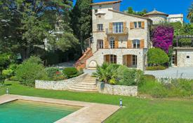 6 bedroom villas and houses to rent in Antibes. Beautiful Mansion Cap d'Antibes