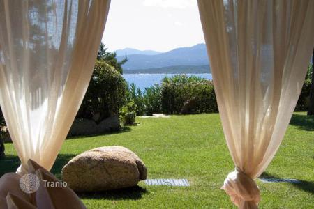 Villas and houses with pools by the sea to rent in Capriccioli. Villa - Capriccioli, Sardinia, Italy