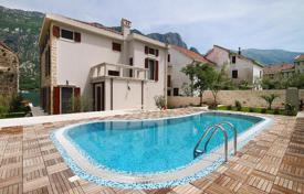 Houses with pools for sale in Kotor. Detached house – Prčanj, Kotor, Montenegro