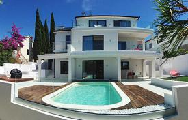 Houses with pools by the sea for sale in Split-Dalmatia County. Villa – Split-Dalmatia County, Croatia