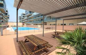 Apartments with pools for sale in Badalona. Flat for sale in just a minute walk from the beach