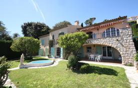 Luxury 4 bedroom houses for sale in Vallauris. Beautiful villa with a pool, a garage and panoramic sea views, Vallauris, France