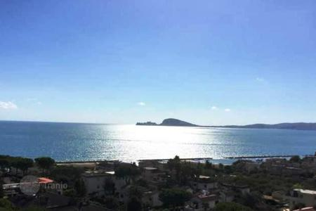 3 bedroom houses by the sea for sale in Italy. Villa – Formia, Lazio, Italy