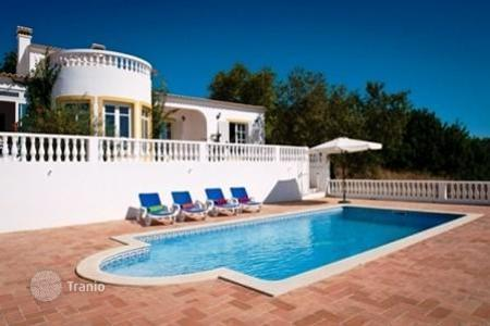Houses with pools for sale in Moncarapacho. Villa – Moncarapacho, Faro, Portugal