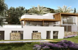Houses with pools from developers for sale in Ibiza. Great villas atop a hill overlooking the sea. Top-quality finishes, modern and contemporary style.