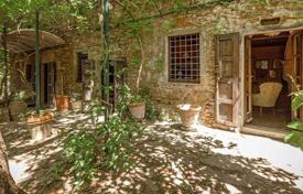 6 bedroom houses for sale in Arezzo. Villa – Arezzo, Tuscany, Italy