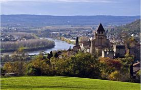 2 bedroom houses for sale in France. Castle – Lot-et-Garonne, France