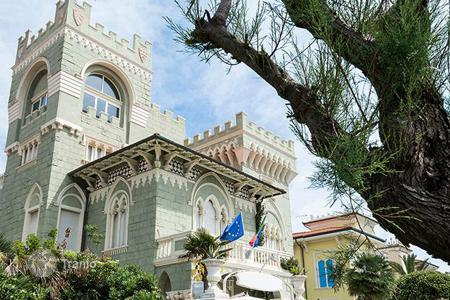 Hotels for sale in Tuscany. Hotel in historic mansion with a patio and garden by the sea in Livorno
