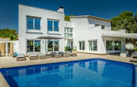 Villas and houses with pools by the sea for sale in Costa Blanca. Renovated villa with a terrace and a swimming pool, 100 meters from the sea, Moraira, Spain