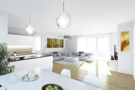 Residential for sale in Bonn. Cozy one bedroom apartment with a terrace and a private garden in Düsseldorf
