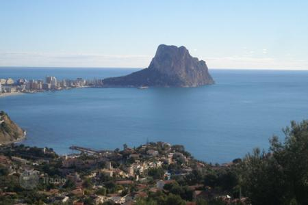 Residential for sale in Maryvilla. 3 bedroom partly refurbished villa with private pool and views over the sea and Ifach Rock, in Calpe