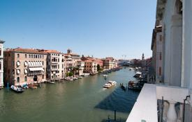 Apartments for sale in Venice. Luxury apartment with a terrace, canal views and a mooring, Venice, Veneto, Italy