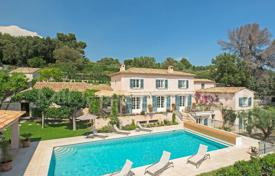 Luxury houses with pools for sale in La Colle-sur-Loup. Close to Saint-Paul de Vence — Wonderful panoramic view