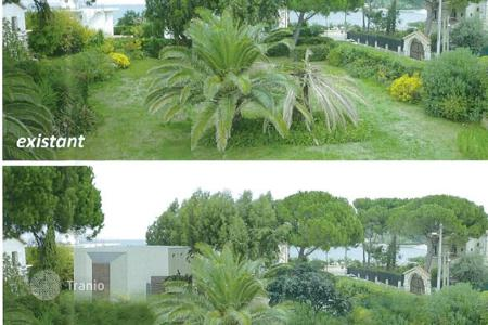 Development land for sale in Côte d'Azur (French Riviera). Land plot just minutes walk from Garoupe beach