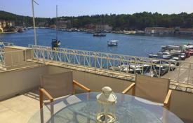 Residential for sale in Milna. House with boat dock on the seafront in the center of Milna, Brac, Croatia