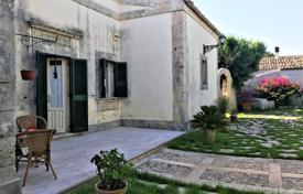 Houses for sale in Sicily. Historical villa with a garden and a view of the hills in Noto, Sicily, Italy
