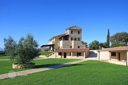 Luxury houses for sale in Umbria. Luxury farmhouse for sale in Umbria