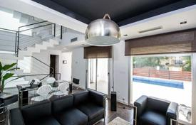 3 bedroom houses for sale in Alicante. Modern villa with three bedrooms, a private pool, a garden and a parking, Torrevieja, Spain