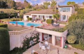 3 bedroom houses for sale in Chateauneuf-Grasse. Villa – Chateauneuf-Grasse, Côte d'Azur (French Riviera), France